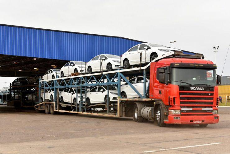 Con motivo del próximo lanzamiento del Nuevo Cruze en Brasil, General Motors Argentina dio inicio a las exportaciones hacia ese país de este vehículo que se fabrica en el Complejo Automotor de GM en Alvear, Rosario, provincia de Santa Fe.