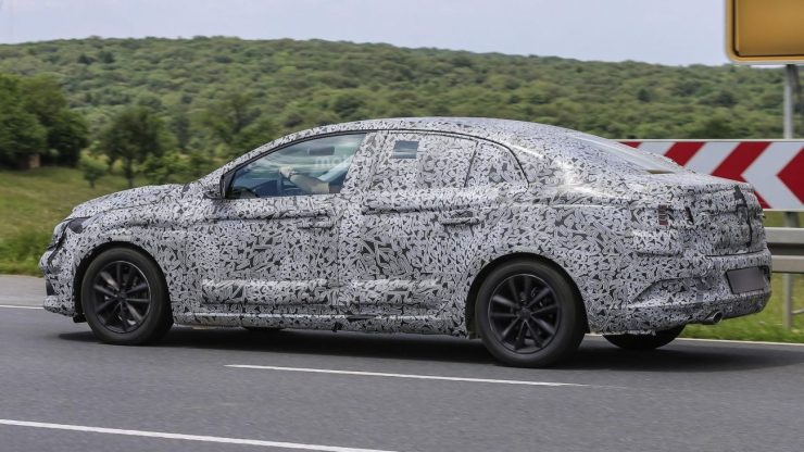 2016-renault-fluence-spy-photo (2)