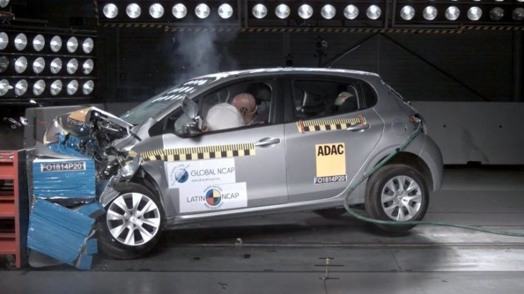 Peugeot208-2Airbags_frontal