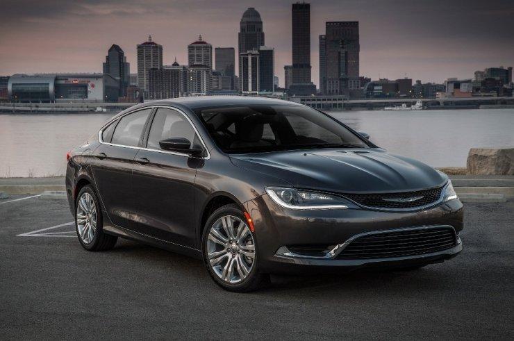 2016-Chrysler-200-Limited-front-three-quarter