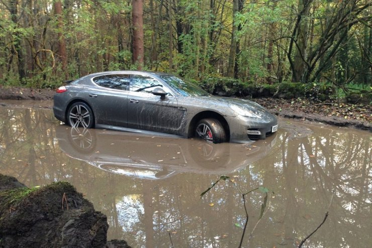 andre-wisdoms-porsche-panamera-turbo-in-a-mud-filled-pit-2716840