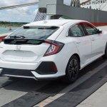 Flagra – Honda Civic Hatch 2017 aparece sem disfarces