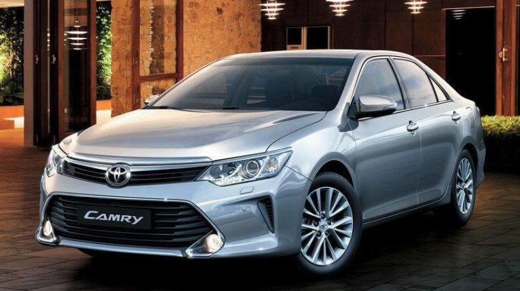 Toyota Camry tem preços reajustados em R$ 24,5 mil