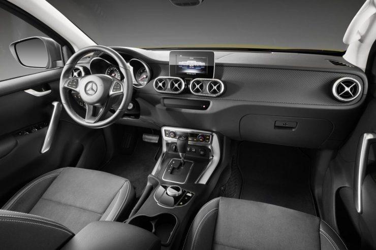 O interior na versão Progressive é mais modesto