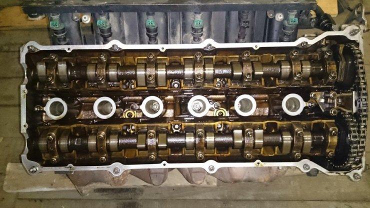 O cabeçote saudável de um motor BMW da série M52...