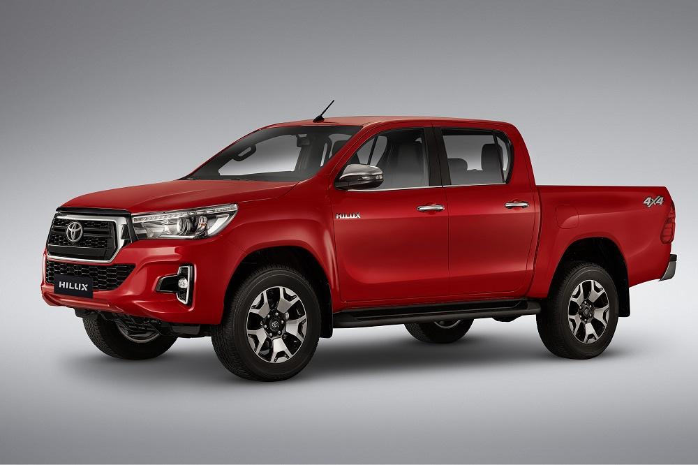 Toyota Hilux muda a grade e ganha equipamentos na comemoração dos seus 50 anos