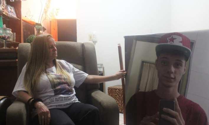 Um ano após a morte do adolescente, a mãe de Gabriel, Sayonara, cobrou respostas da Polícia Civil