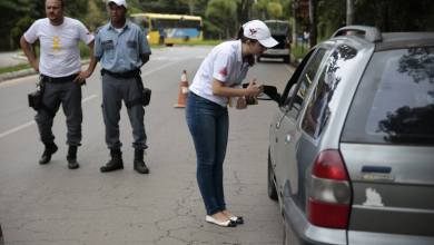 Foto de DIRETORIA DE TRÂNSITO CONSCIENTIZA CONDUTORES NAS RUAS
