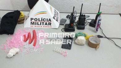 Photo of Homem é preso em boca de fumo com drogas e rádios da PM em Ervália