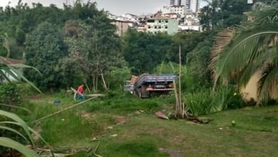 Photo of Caminhão de Viçosa desce morro e quase bate em casa em Conselheiro Lafaiete