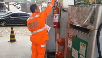 Photo of Bombeiros realizam operação 'Alerta Vermelho' nos postos de combustíveis de Viçosa