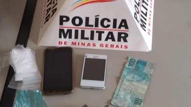 Foto de Homem é preso com arma e droga na Vila São Geraldo, em Ervália