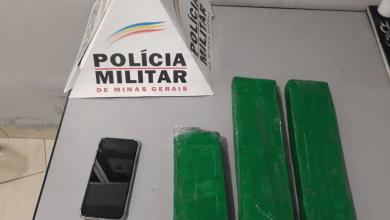 Photo of Homem é preso com 3 barras avantajadas de maconha em Ubá
