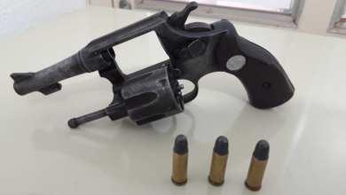 Foto de Foragido da justiça é preso com arma em Ervália