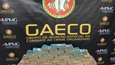 Photo of Cerca de R$ 500 mil em dinheiro são apreendidos durante operação contra tráfico de drogas em Visconde do Rio Branco