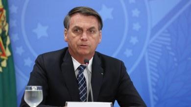 Photo of Bolsonaro sanciona com vetos auxílio de R$ 600 mensais a trabalhadores informais