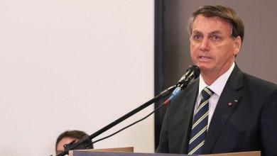 Photo of Bolsonaro sanciona lei com R$ 3 bi para cultura e auxílio de R$ 600 para artista informal