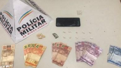 Foto de PM apreende drogas em Visconde do Rio Branco