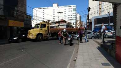 Foto de Carro e caminhão colidem na Av. PH Rolfs