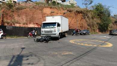 Foto de Motociclista fica ferido após colisão com caminhão no trevo que dá acesso à Barrinha