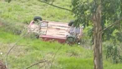 Foto de Após motorista perder o controle da direção, carro capota e cai em ribanceira no Bom Jardim em Teixeiras