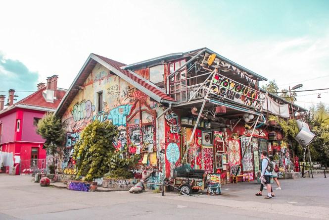 Metelkova mesto: o centro cultural alternativo em Liubliana