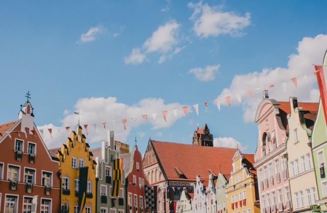 Landshuter Hochzeit - casas coloridas em Landshut