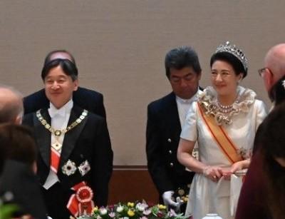 皇后様着用ドレス・ローブデコルテが人気!レンタルできる場所や
