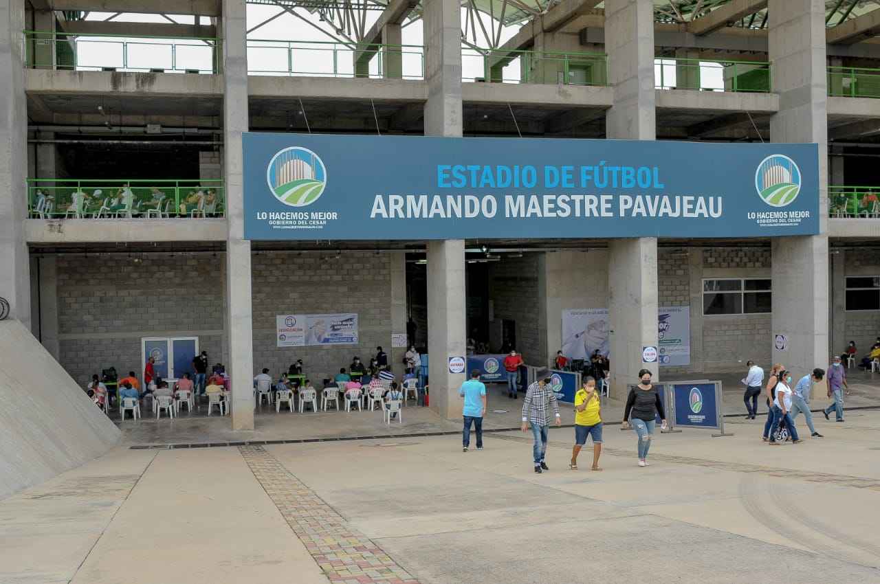VACUNACION-ESTADIO-ARMANDO-MAESTRE-VALLEDUPAR_LEONARDO-ALVARADO_PRIMERALINEA-3