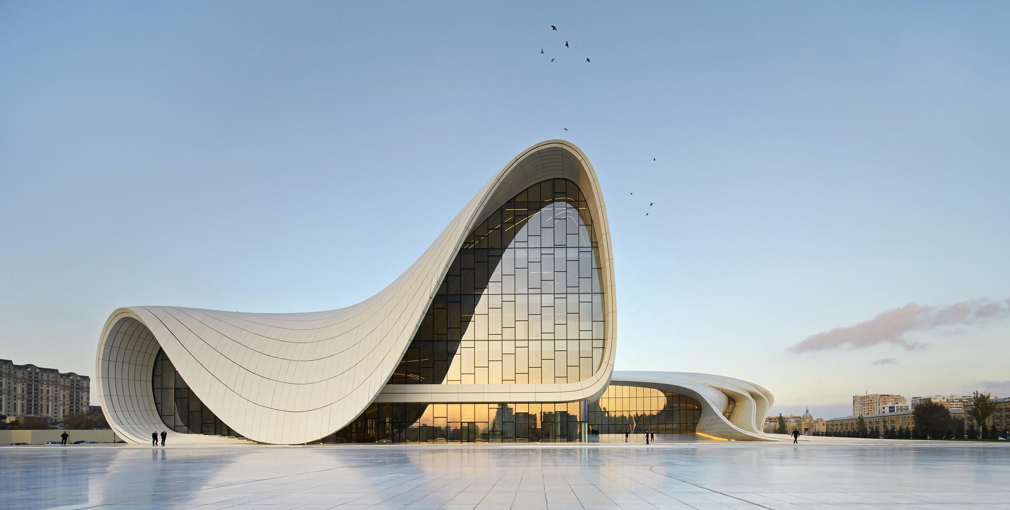 Google homenajea a la premiada arquitecta iraquí — Zaha Hadid