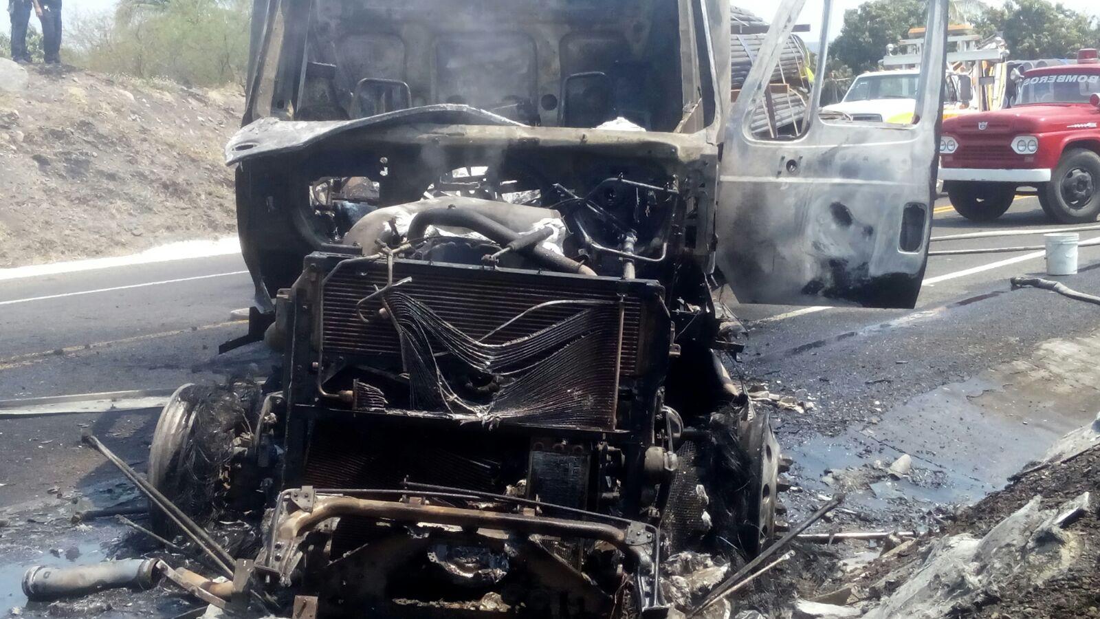 Detienen a 16 por quema de vehículos en la autopista Siglo XXI