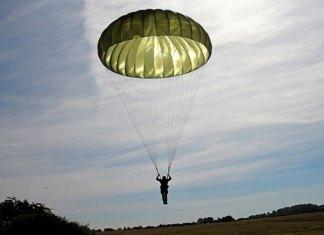 Paracaidista taiwanés sobrevive a una caída de casi 400 metros