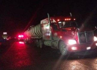 Aseguran autotanque con 36 mil litros de hidrocarburo en la frontera