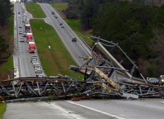 Suman 23 muertos por tornado en Alabama