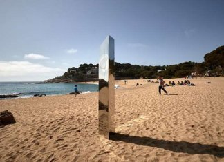 Desaparece monolito vigilado en España