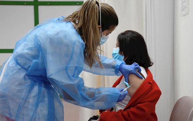 Dinamarca suspende definitivamente uso de vacuna anticovid de AstraZeneca