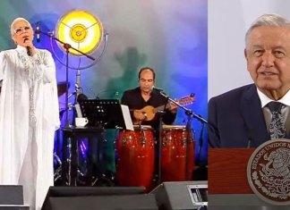 Convierte López Obrador 'mañanera' en festival de Día de las Madres