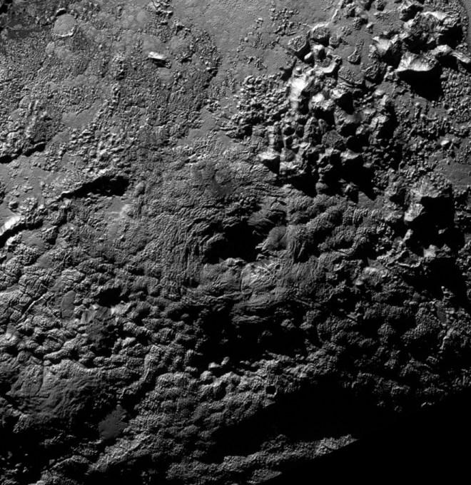 Montañas en Plutón. Imagen vía NASA.