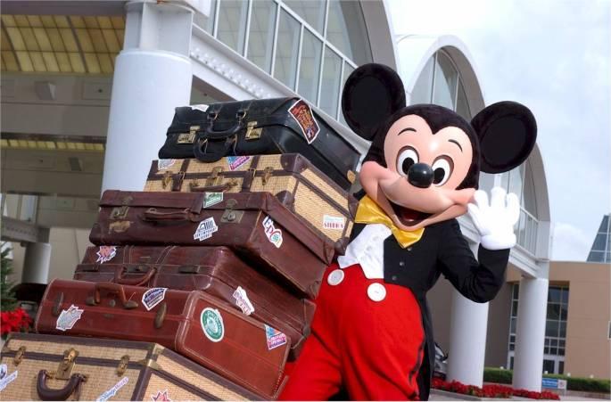Mickey empacando último momento