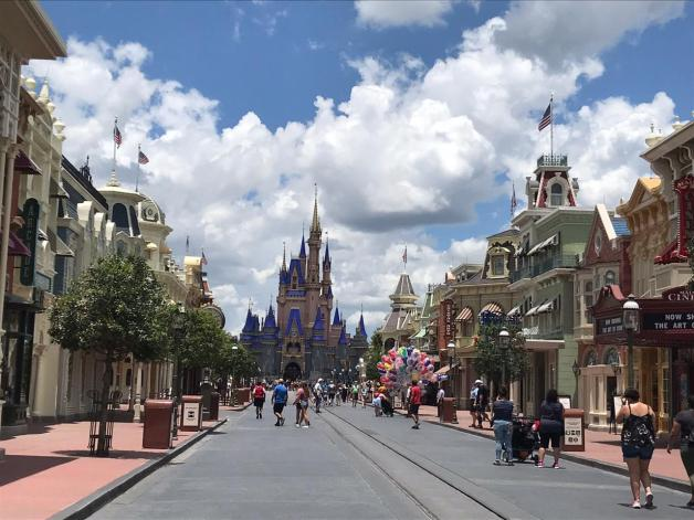 Disney seguro covid Magic Kingdom