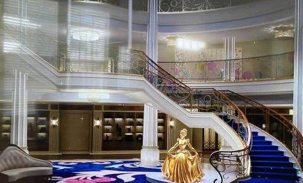 disney wish crucero lobby