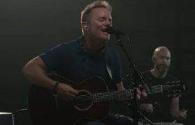 Watch Video Nobody Loves Me Like You By Chris Tomlin
