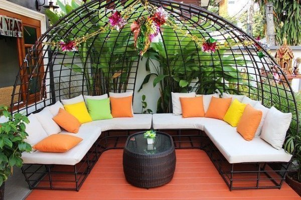 Tips to Buying an Outdoor Sectional on a Budget