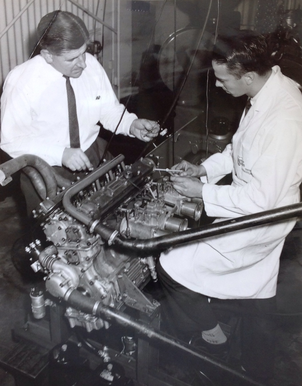 hight resolution of frank hallam and michael gasking testing weber carb jets on a coventry climax fpf engine at