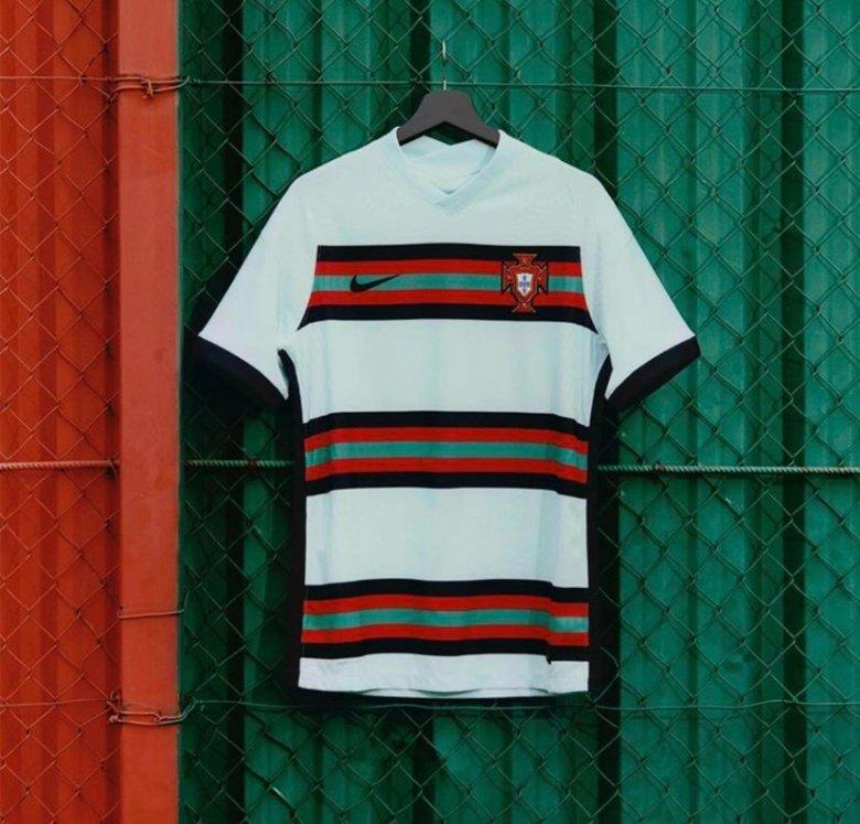 Echipamentul de deplasare al Portugaliei. Sursă foto: nike.com
