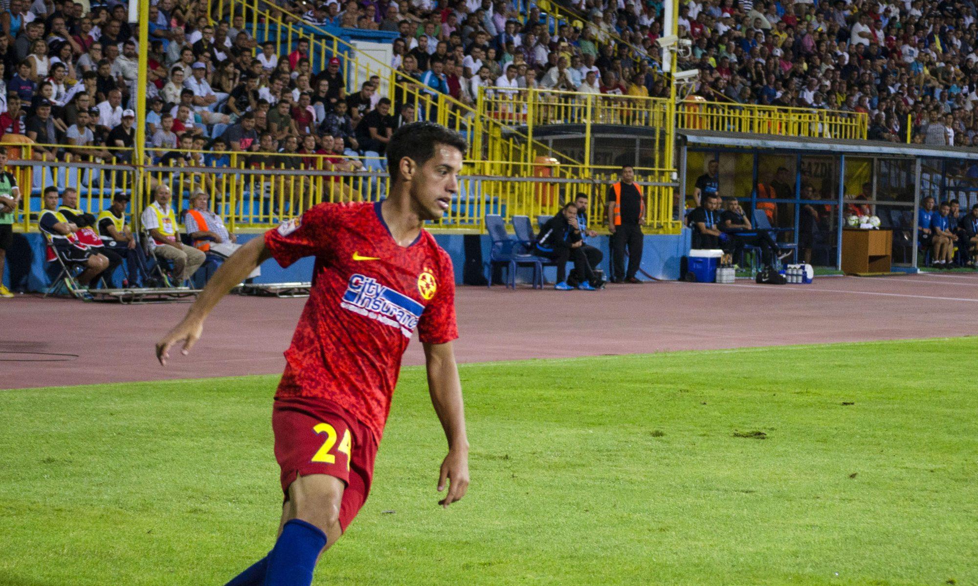 Diogo Salomao atacă FCSB. Sursă foto: sportpictures.eu