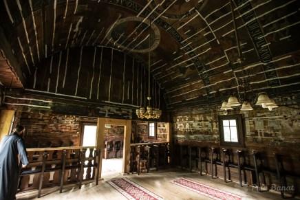 """Die Holzkirche """"Cuvioasa Paraschiva"""" aus Poieni"""