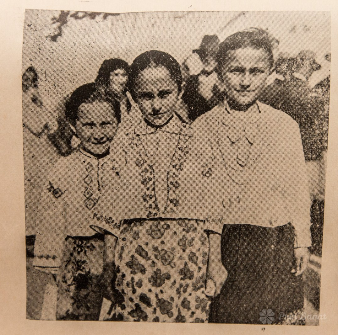 Group of girls from Sârbova in 1935