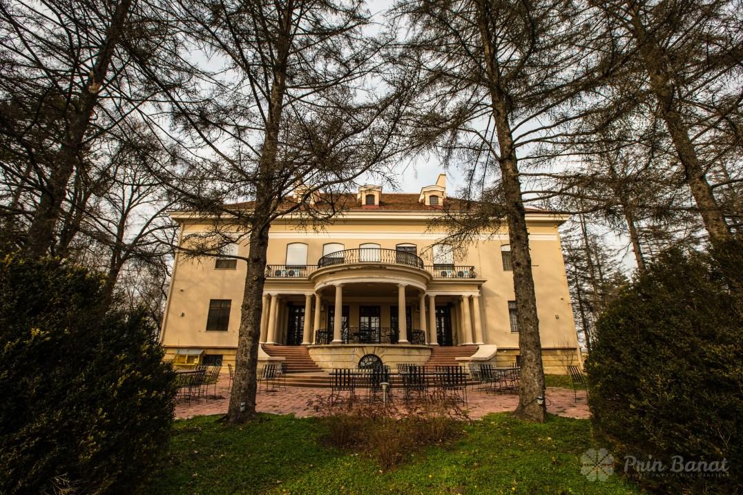 Banaterra Castle - the terrace