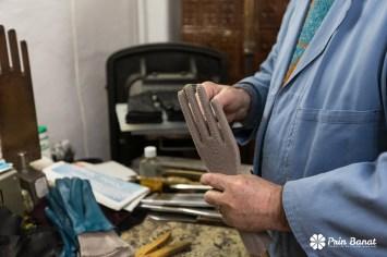 Ultimul atelier meşteşugăresc de confecţionat mănuşi de piele din Timişoara